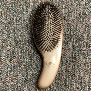 Brand new Olivia Garden care and style brush